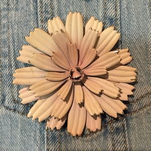 Beautiful vintage cream pin with gold-tone tips